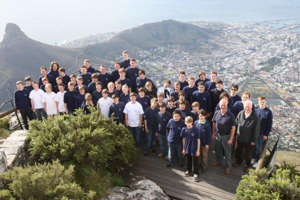 Die Regensburger Domspatzen stehen am 04. März 2008 auf dem Tafelberg in Kapstadt, Südafrika.